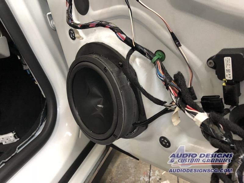 Jacksonville Tesla Model S Owner Gets Audio System Upgrade